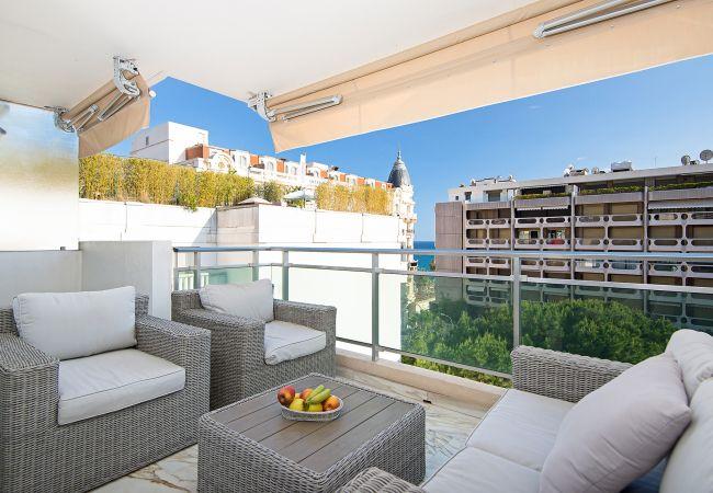 Apartment in Cannes - Last floor sea view - 100m Croisette and beaches - 5 min Palais